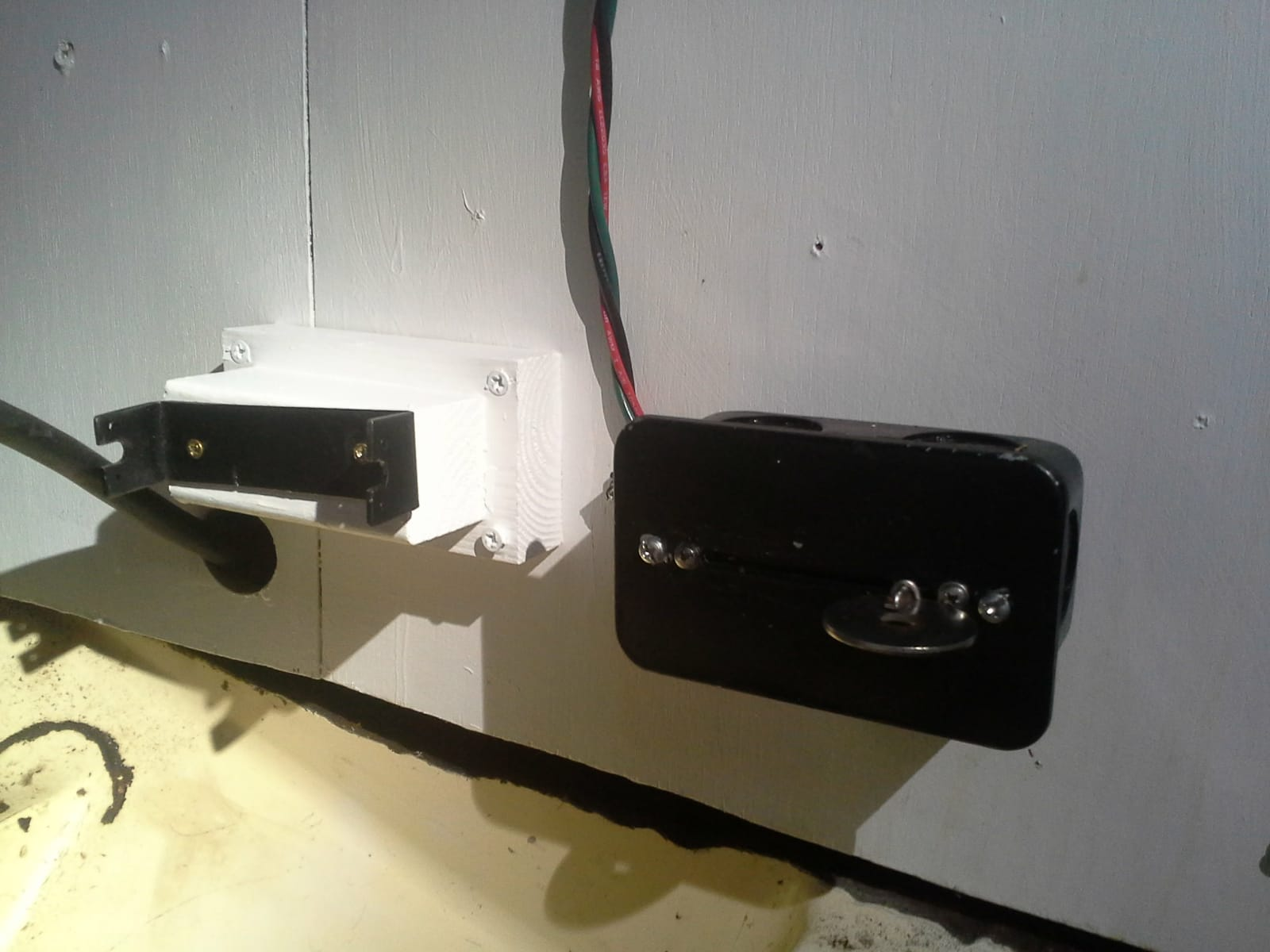compartment side with control box and blocked cable stop